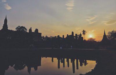 Thailandia zaino in spalla e curry in bocca, tramonto