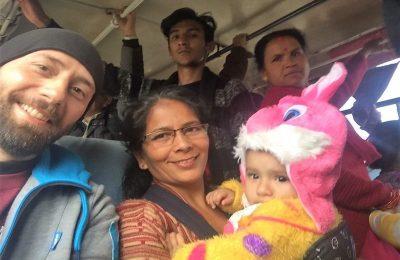 Si può viaggiare senza conoscere l'inglese bus nepalese